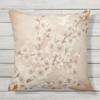 Vintage bege das flores de cerejeira floral almofada para ambientes externos