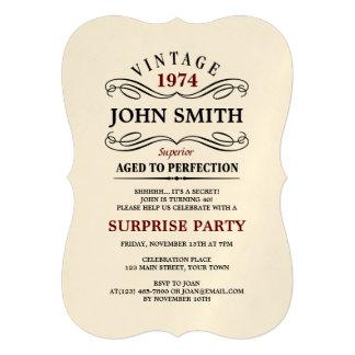 Vintage envelhecido ao aniversário engraçado da convites