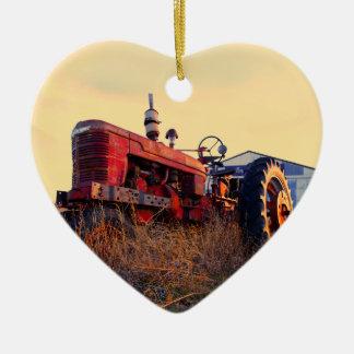 vintage vermelho da máquina do trator velho ornamento de cerâmica coração