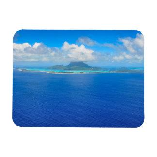 Vista aérea sobre o ímã retangular de Bora Bora