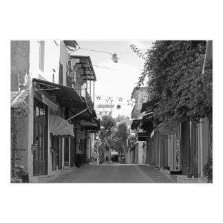 Vista da rua de uma cidade pequena em Crete Foto