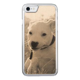 Vista de um cão de filhote de cachorro no verão capa iPhone 8/ 7 carved