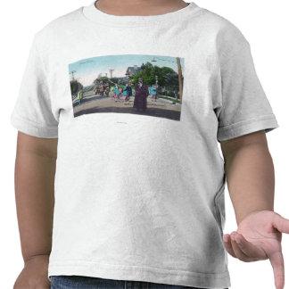 Vista de um ParadeHollister floral, CA T-shirt