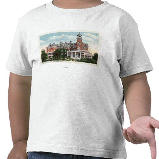 Vista exterior do hospital do St. Vincent Tshirts