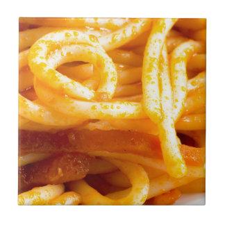 Vista macro detalhada nos espaguetes cozinhados em