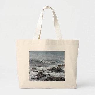 Vista para o mar e rochas bolsa para compra