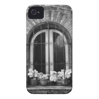 Vista preta & branca de potes da janela e de flor capas para iPhone 4 Case-Mate