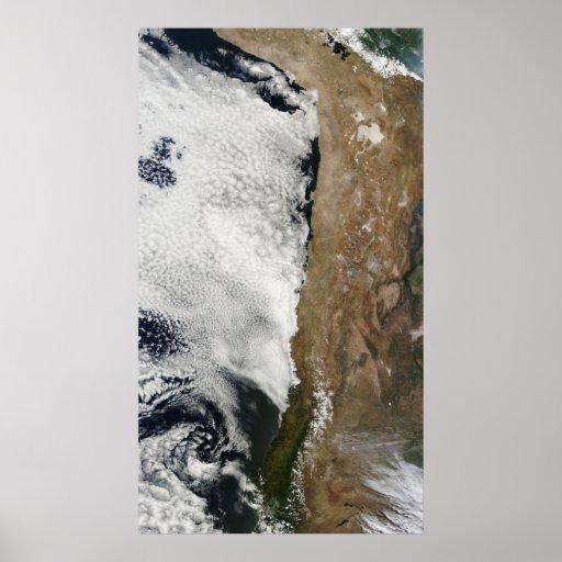 Vista satélite das montanhas de Andes Poster