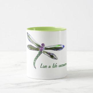 Vive uma vida rara - caneca da libélula