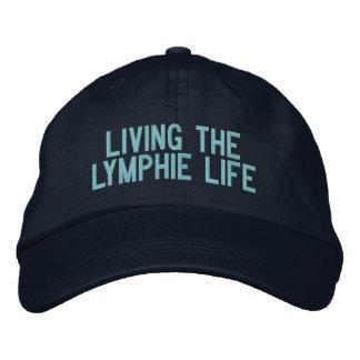 Vivendo o boné de beisebol da vida de Lymphie