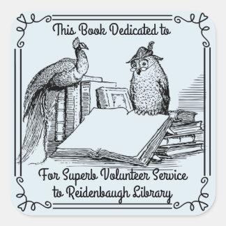 Voluntários da biblioteca da etiqueta do