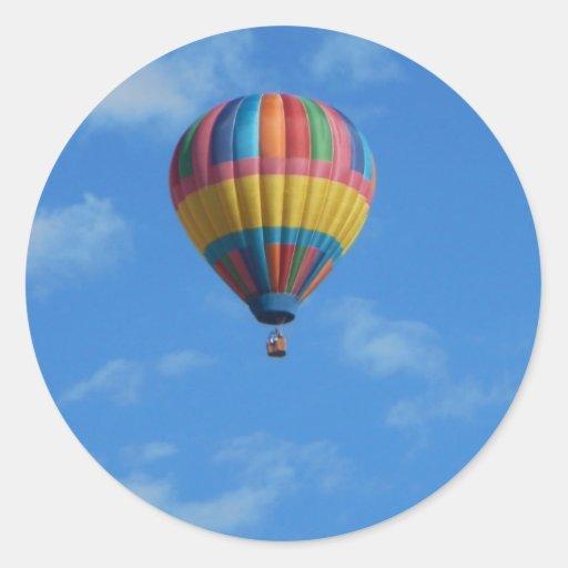 Adesivos De Caminhao Qualificados ~ V u00f4o do bal u00e3o de ar quente do arcoíris no céu adesivo Zazzle