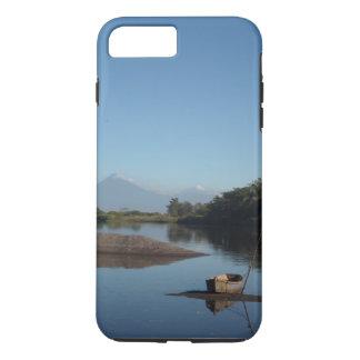 Vulcão de Guatemala e capa de telefone da canoa