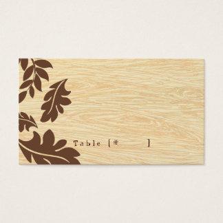 Woodgrain com o cartão da escolta das folhas