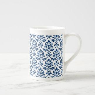 Xícara De Chá Cor damasco de Feuille azul escuro no branco