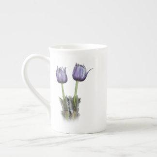Xícara De Chá Flores roxas do açafrão