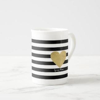 Xícara De Chá Listras pretas & brancas com coração da folha de