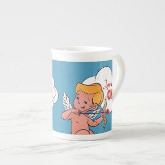 Xícara De Chá O amor da volta do arqueiro do Cupido está no pop