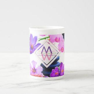 Xícara De Chá Zen das flores do açafrão e da orquídea do