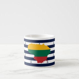 Xícara De Espresso Bandeira/mapa de Lithuania em fundo listrado