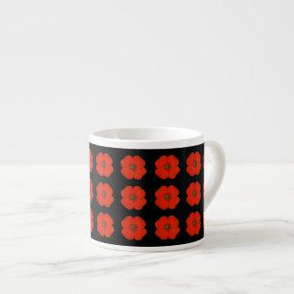 Xícara De Espresso Flores vermelhas da papoila com fundo matt preto
