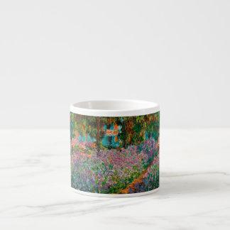 Xícara De Espresso Íris no jardim de Monets em Giverny por Claude