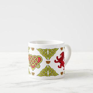 Xícara De Espresso Leão desenfreado vermelho 2 de Scotland do coração