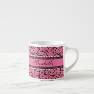 Xícara De Espresso Lírios cor-de-rosa luxúrias com esboço preto,