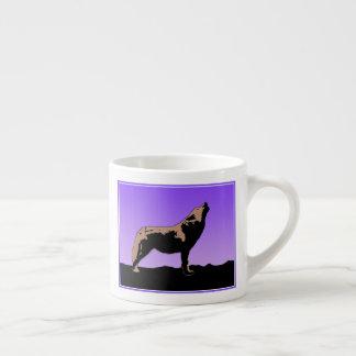Xícara De Espresso Lobo do urro no por do sol