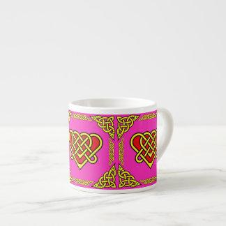 Xícara De Espresso O céltico/Gadhlig trançou o coração 3 do design,