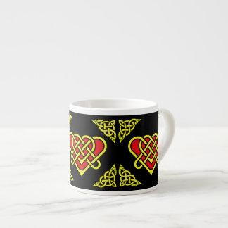 Xícara De Espresso O céltico/Gadhlig trançou o nó do coração, ouro,