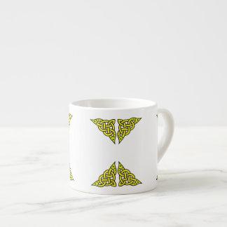 Xícara De Espresso O céltico/Gadhlig trançou o nó do design, ouro