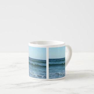 Xícara De Espresso Ondas de oceano do rolamento