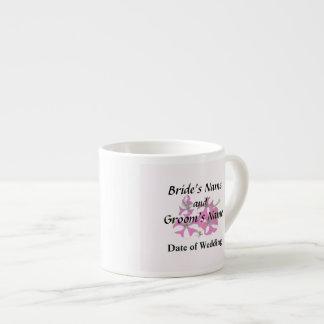 Xícara De Espresso Quatro vermelhos e petúnias brancos que Wedding