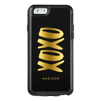 XOXO abraça e beija o preto da tipografia do ouro