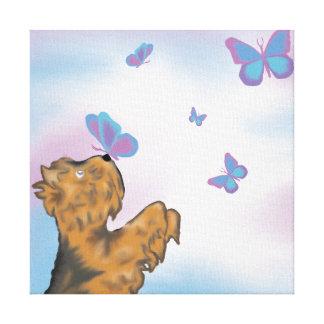 Yorkie e impressão original da arte das borboletas