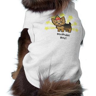 Yorkshire terrier do aniversário (cabelo curto com camisa sem mangas para cachorro