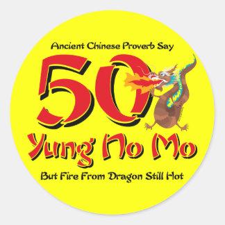 Yung nenhum aniversário do Mo 50th Adesivo Em Formato Redondo