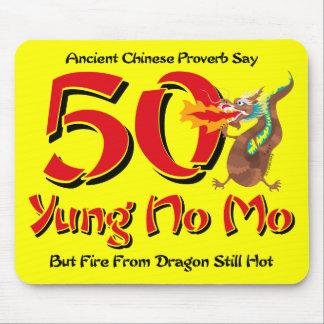 Yung nenhum aniversário do Mo 50th Mouse Pads