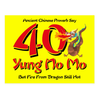 Yung nenhum convite do cartão do aniversário de 40 cartão postal